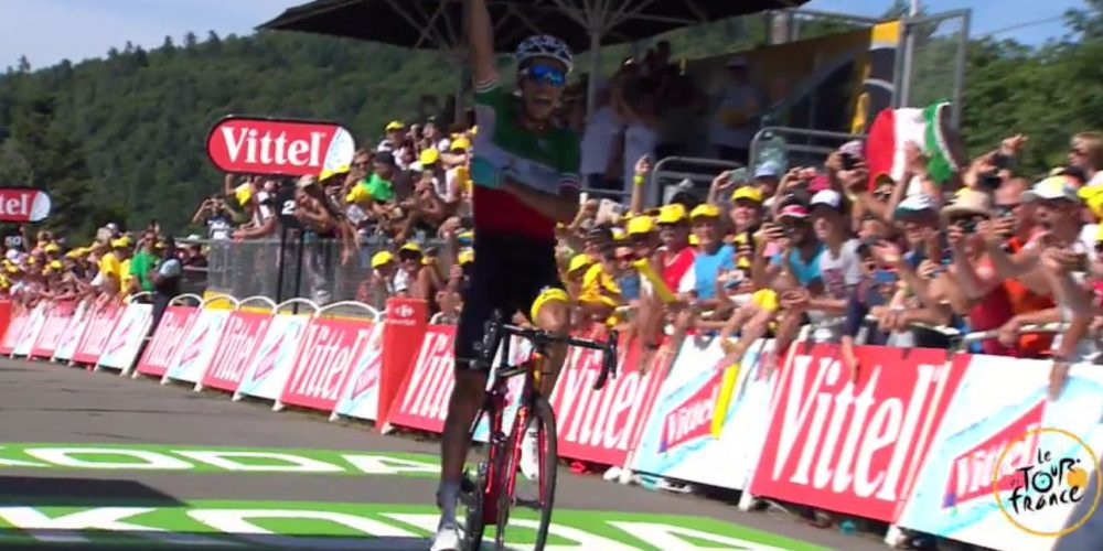 Aru has a great start, the race is already hot