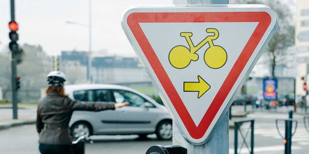 France stimulates bicycle use as a resource against smog