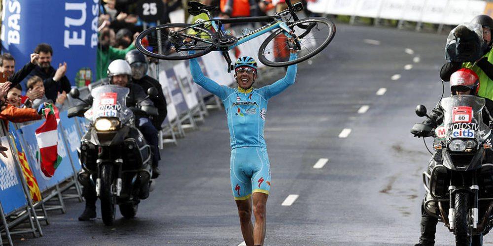 Así celebra un gregario de lujo, Diego Rosa gana en País Vasco